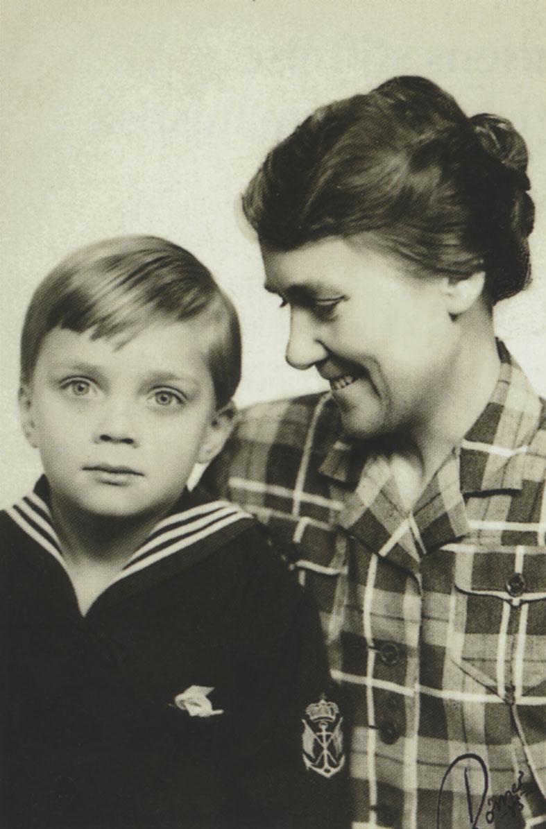 Erik Philip-Sörensen med sin mor